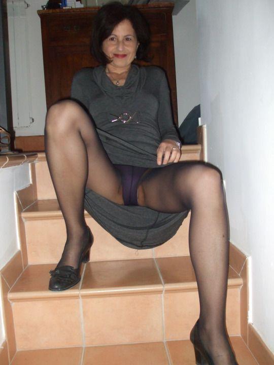 CRYSTAL: Hot sexy mature upskirt pics