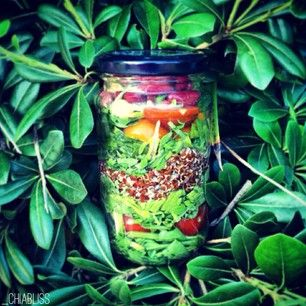Rainbow salad in a jar: baby spinach, cherry tomatoes, red quinoa, baby kale, kidney beans & chickpeas | photo via @_chiabliss on Instagram