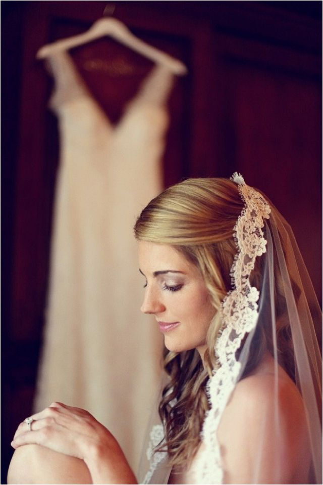How To Wear A Mantilla Veil On Your Wedding Day Wedding