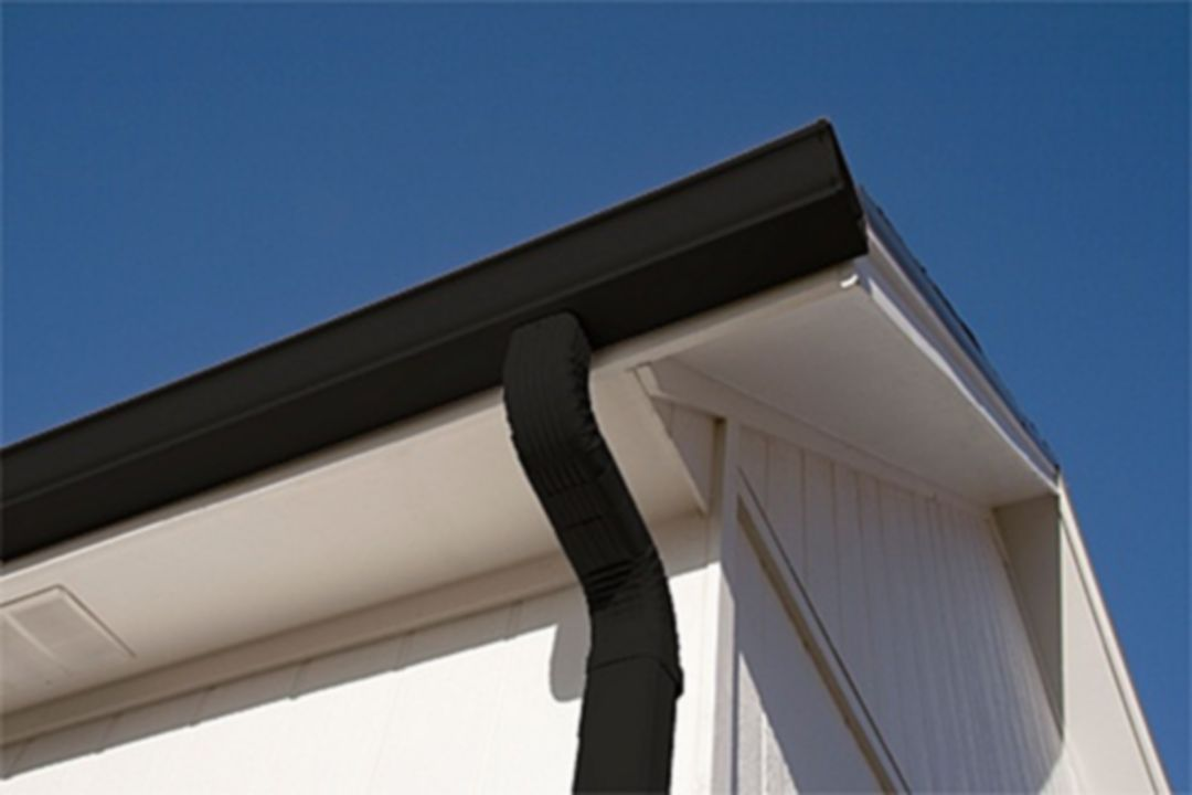 20 Elegant Home Water Roof With Black Gutters Ideas For Inspiration Seamless Gutters Painting Gutters Gutter Colors