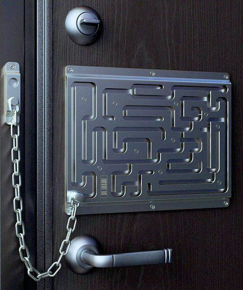 maze key chain