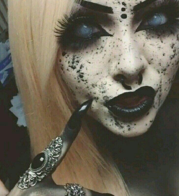 Halloween Schminke Bilder.Black White Witch Gruseliges Halloween Gruseliges Make Up Horror Make Up
