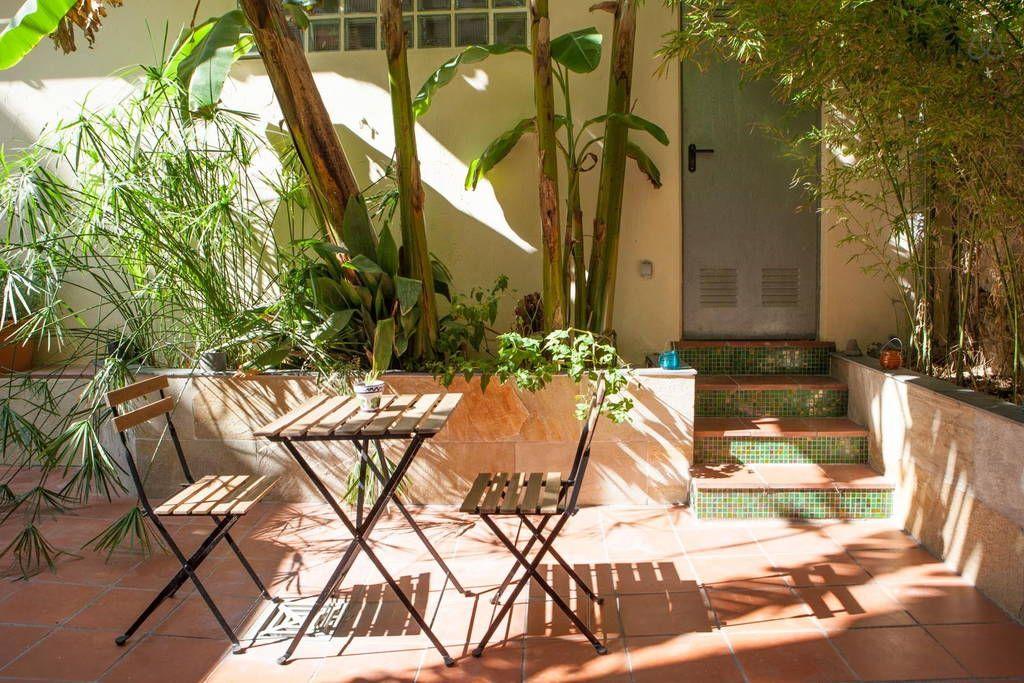 Barcelona airbnb $76 per night