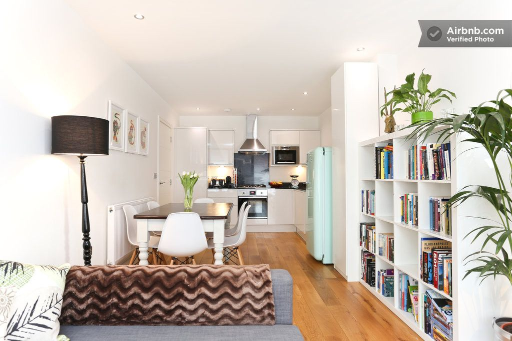 Stylish 2 Bedroom Flat In Zone 2 In Greater London Home Decor Home Vacation Home