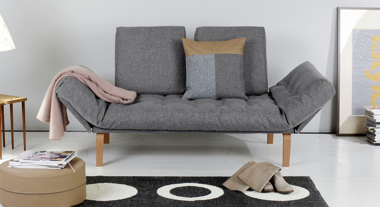 Vielseitiges Schlafsofa Mit Verstellbaren Armlehnen Und Knopfheftung In 2020 Furniture Placement Living Room Contemporary Living Room Furniture Sofa Tables Living Room
