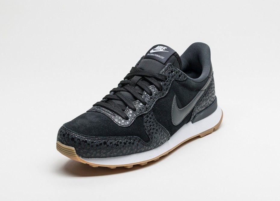 Nike Wmns Internationalist Premium (Black / Anthracite - Metallic Hematite)