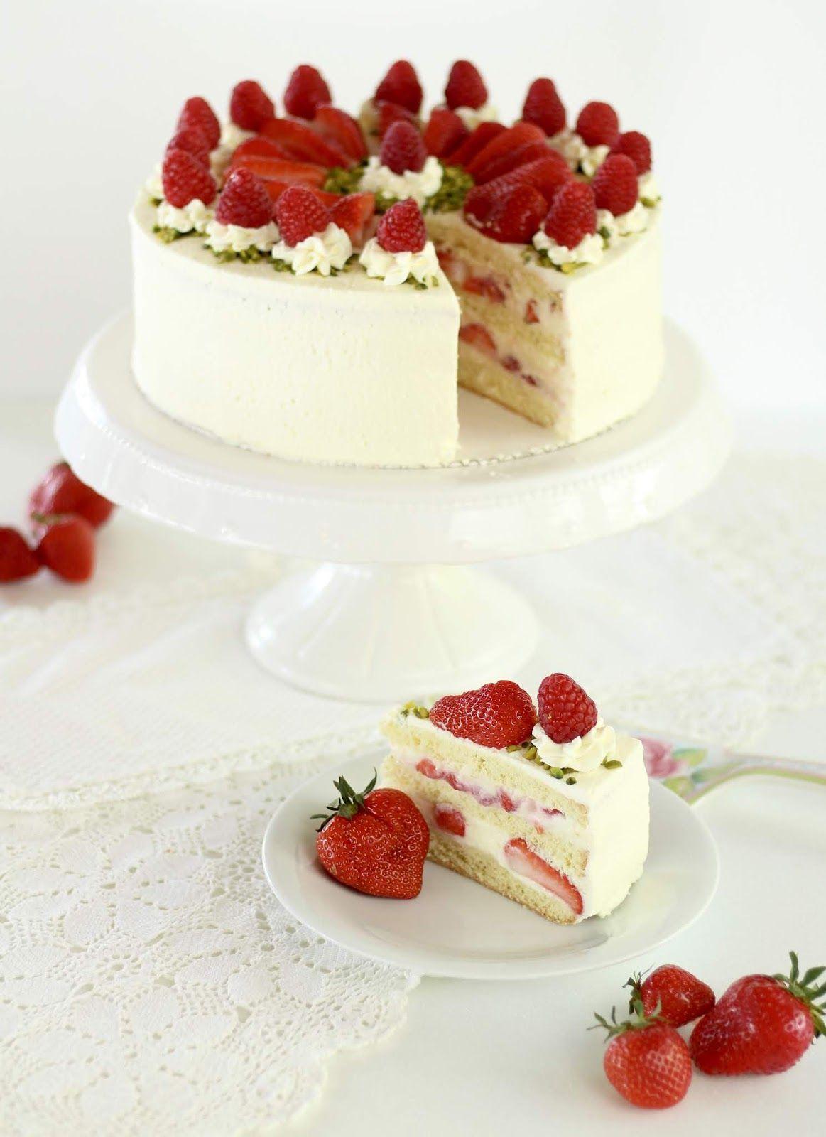 Erdbeer Biskuit Torte Mit Sahne Joghurt Mousse Au Chocolat In 2020 Bakery Cakes Fudge Recipes Microwave Fudge