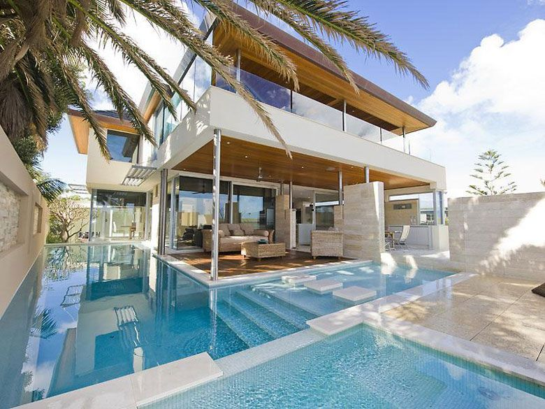 Pool to the edge of the deck... Nice!