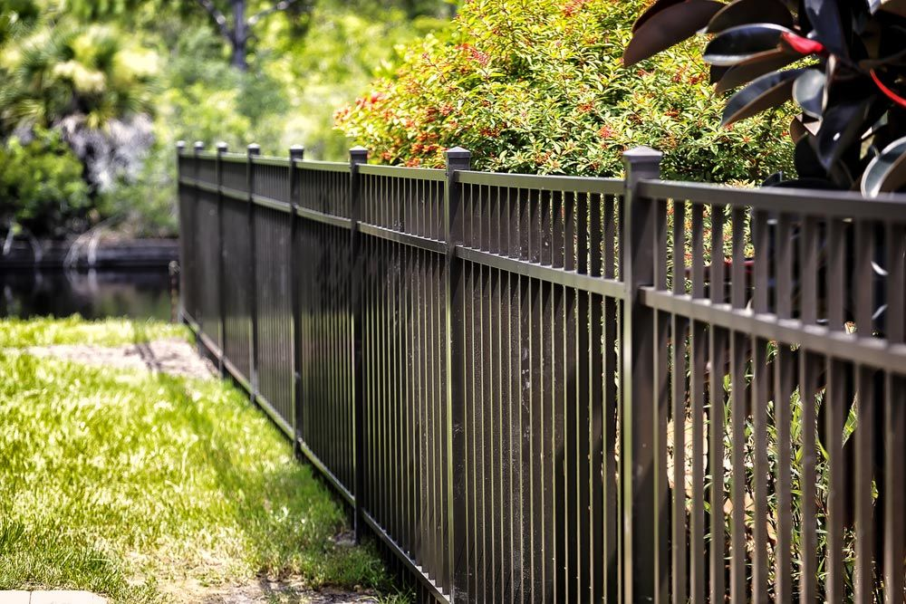 How Much Does It Cost To Fence A Yard?   Fence prices ...
