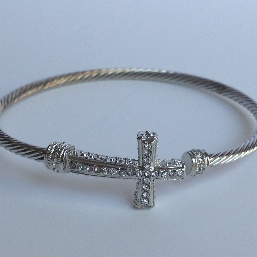 StyleLoveLiving / Cable Cross Bangle