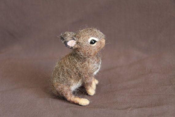 Custom felted bunny sculpture for Jesse Filz hase, Nadel