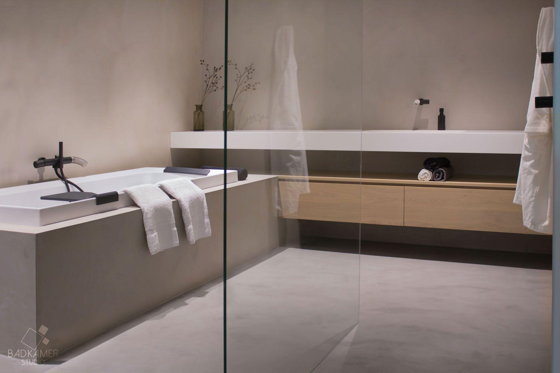 Beton Muur Badkamer : Maatwerk badkamer met micro beton beton ciré op de vloer muren en
