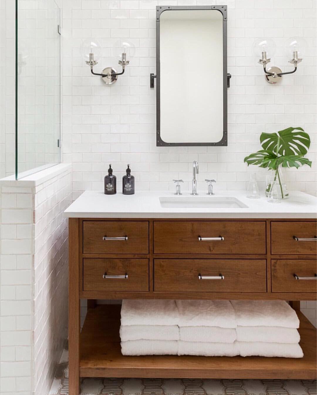 Loving This Bright Coastal Bathroom By Builtdesigncollective Classic Bathroom Design Classic Bathroom Bathroom Vanity