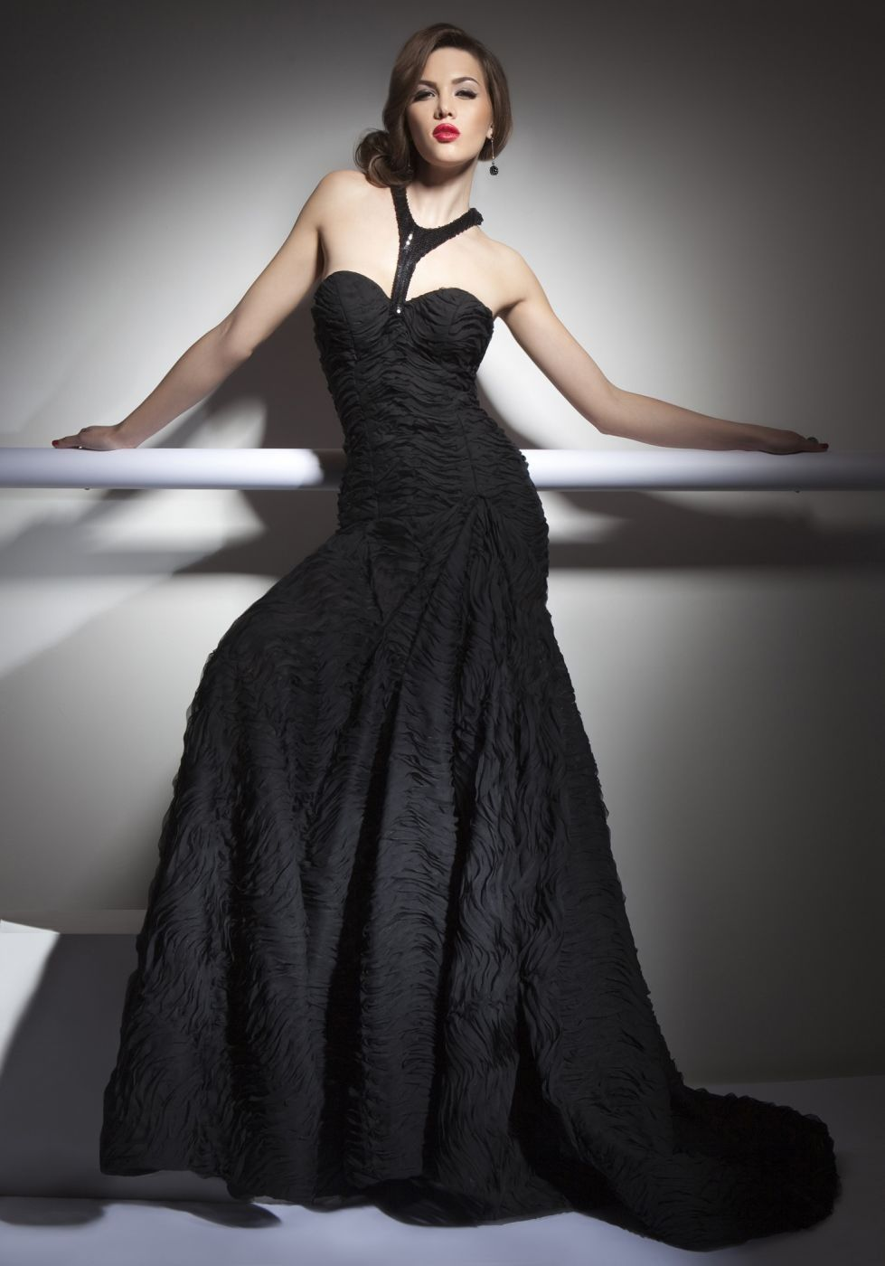 Sexy sleeveless black halter collar full dress by special material