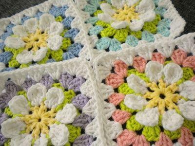 Free Pattern For A Flower Gardan Granny Square Tig Desenleri Desenler Krose Dikisler