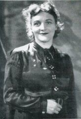 Delia Murphy was a singer and collector of Irish ballads