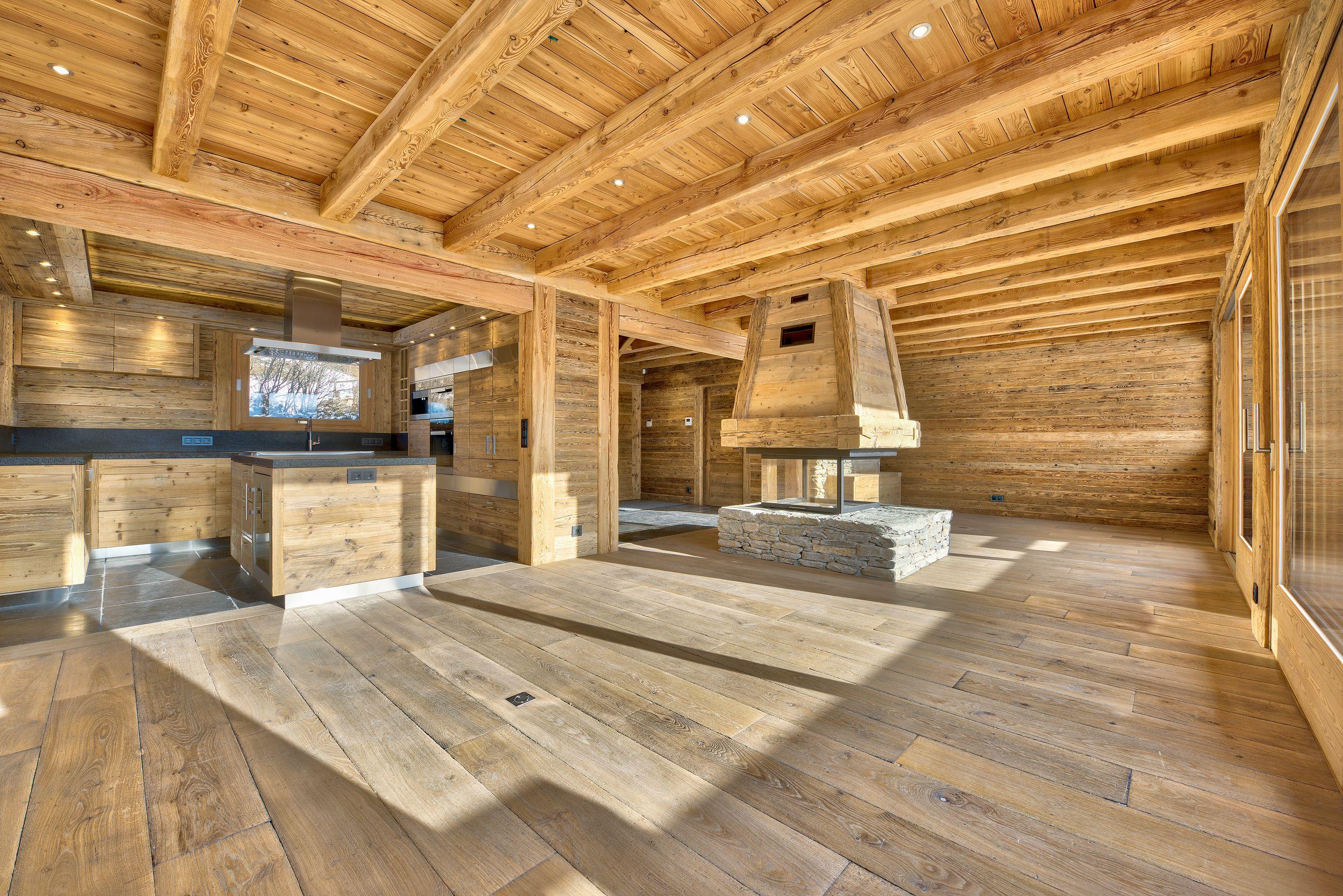 Chalet Mossaz A Combloux Interieur En Vieux Bois Et Pierre Chalets For Sale Chalet Wooden