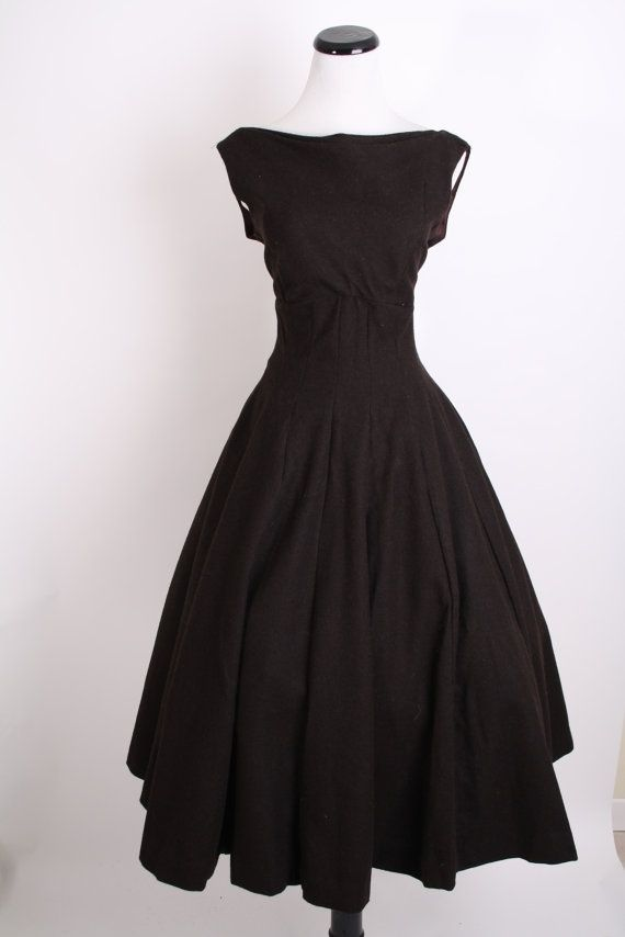 9c92390930c Elegance and simplicity in a black dress