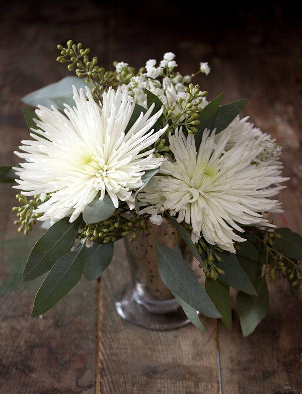 Diy Spider Mum Centerpiece White Wedding Flowers Wedding Flowers Spider Mums