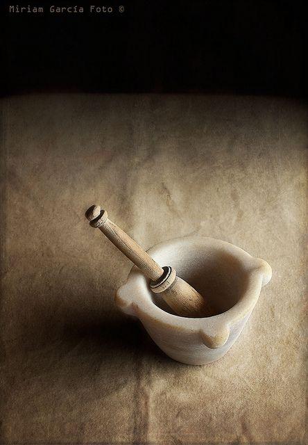 12/52 weeks of still lives: My great-grandmother mortar and pestle on Flickr. More than one century old. Made of Macael marble. / Más de un siglo de antigüedad, de mármol de Macael.