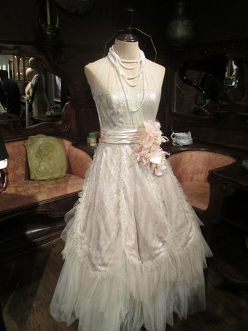 The great gatsby 2013 daisy buchanan 39 s wedding frock for Daisy lace wedding dress