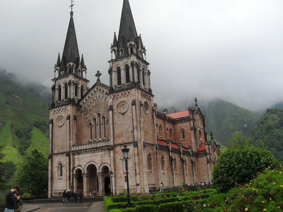 Santuario de Covadonga...ASTURIAS