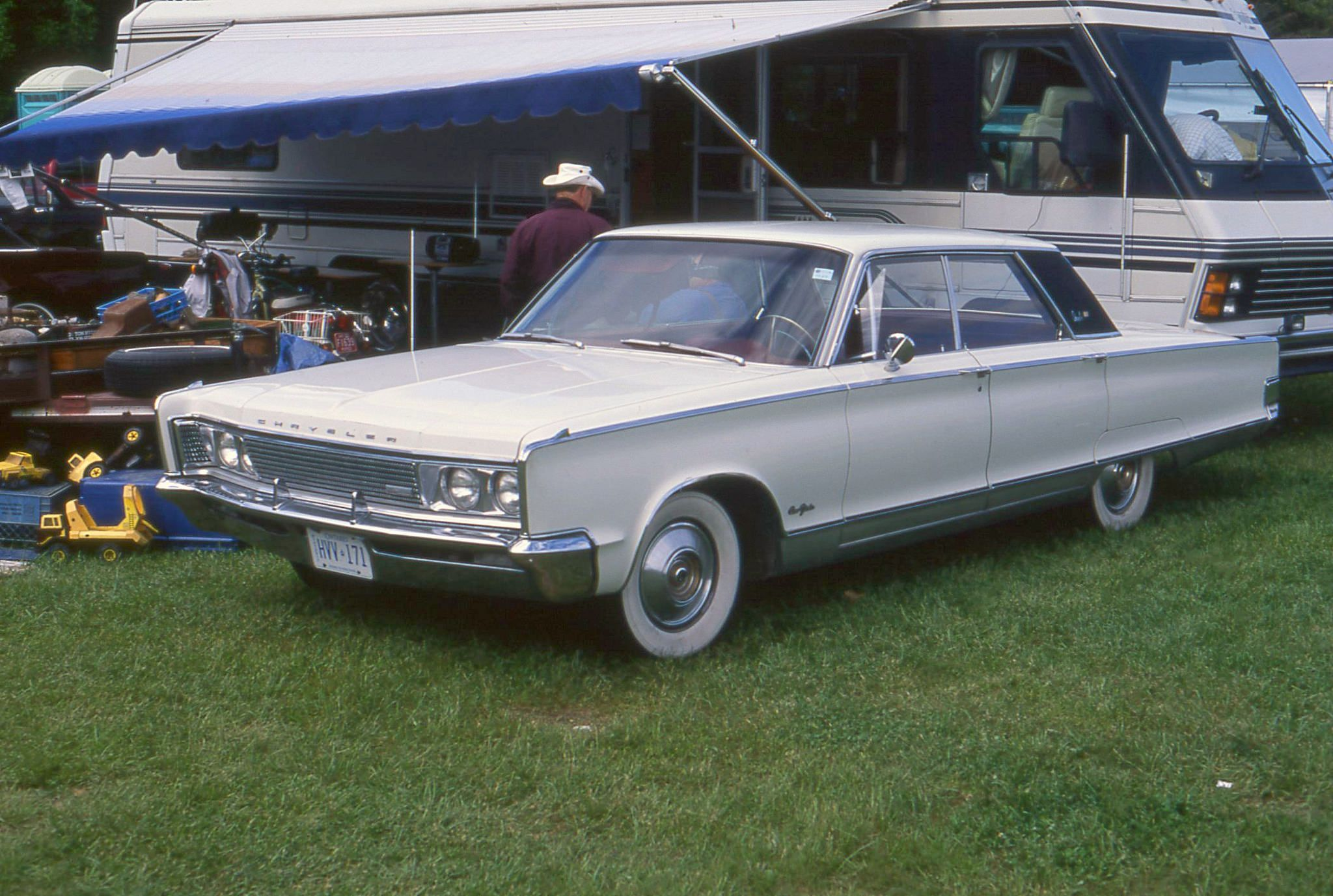 1966 Chrysler New Yorker 4 Door Hardtop