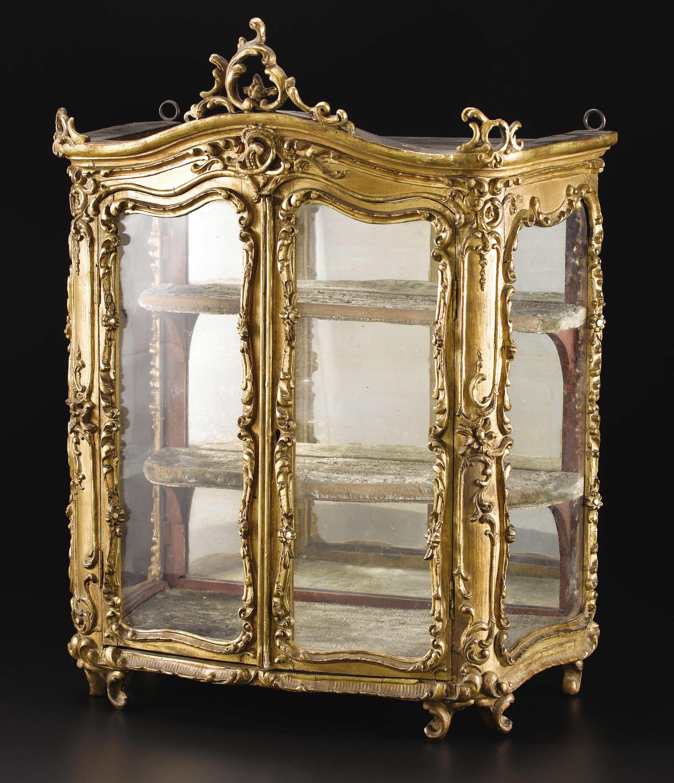 A French Louis Xv Miniature Giltwood Vitrine Cabinet Lot 33840  # Vitrines Television En Bois