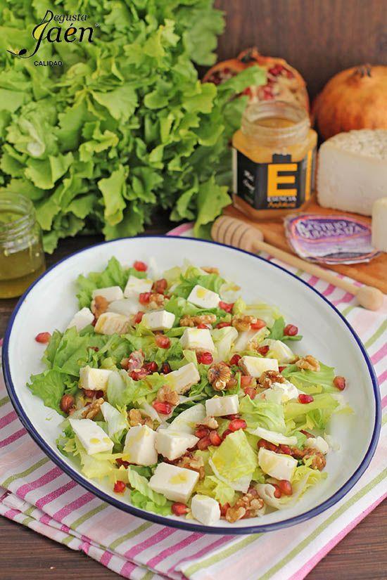 Ensalada de escarola nueces granada y queso de cabra con vinagreta de miel y aceite de oliva - Beneficios queso de cabra ...