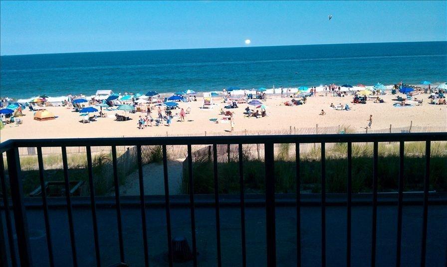 Rehoboth Beach Vacation Al Vrbo 348771 0 Br De Condo Oceanfront