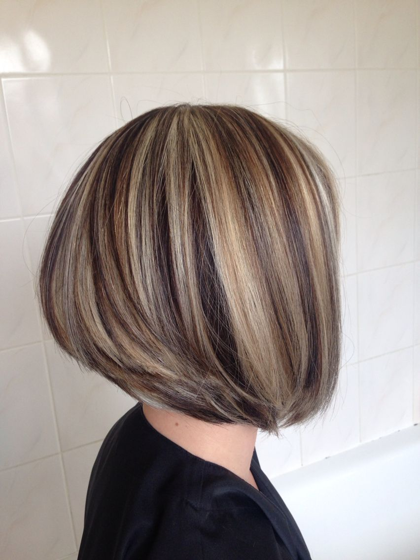 carré plongeant et mèches bicolore marron chocolat et blond | hair