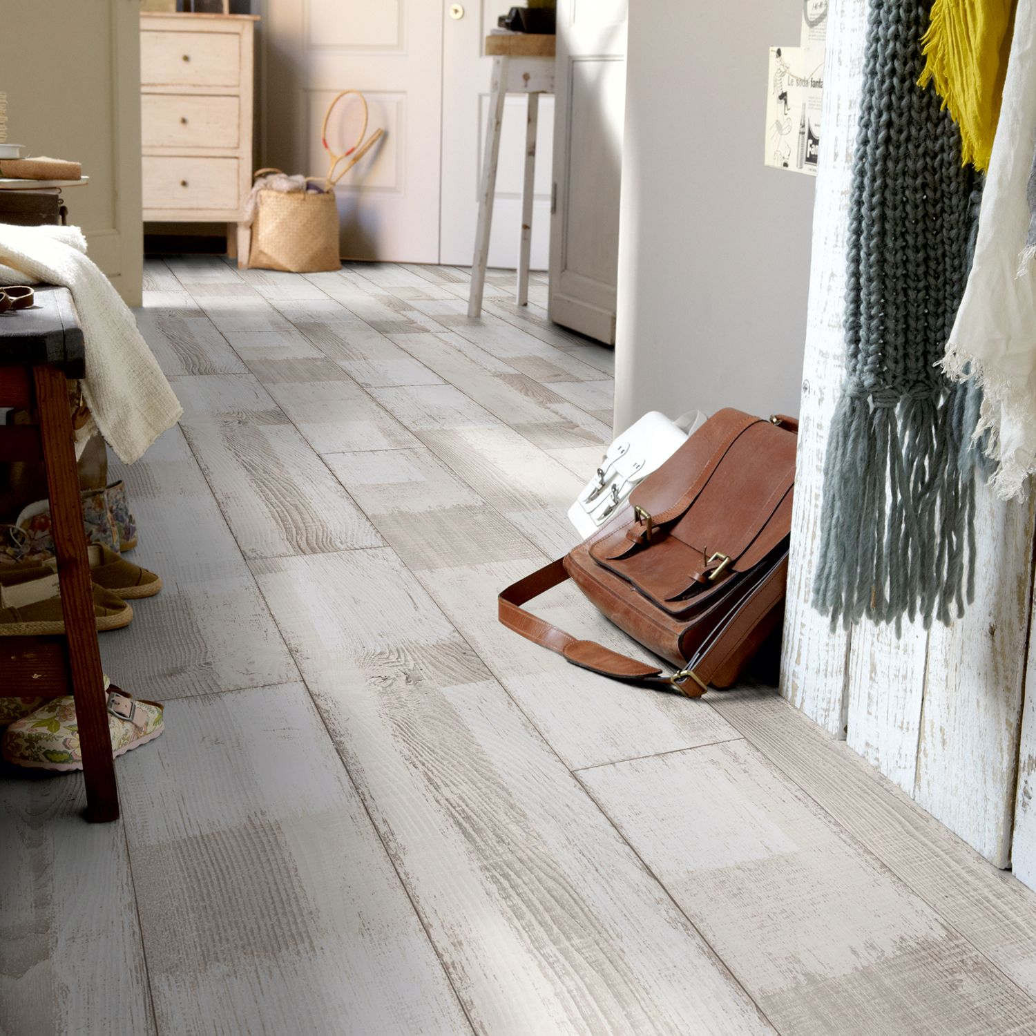 Rhino Style Patched White Wood Effect Vinyl Flooring