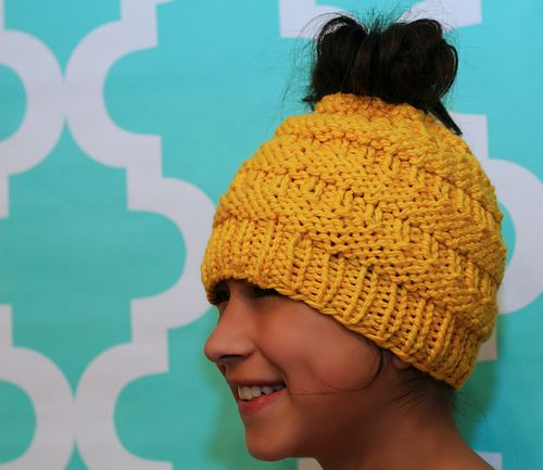 04306e094c7e2 Ravelry  Messy Bun Hat pattern by Isela Phelps