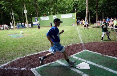 Grand Rapids Couple Transforms Backyard Into Wiffle Ball Stadium Wiffle Wiffle Ball Backyard Baseball