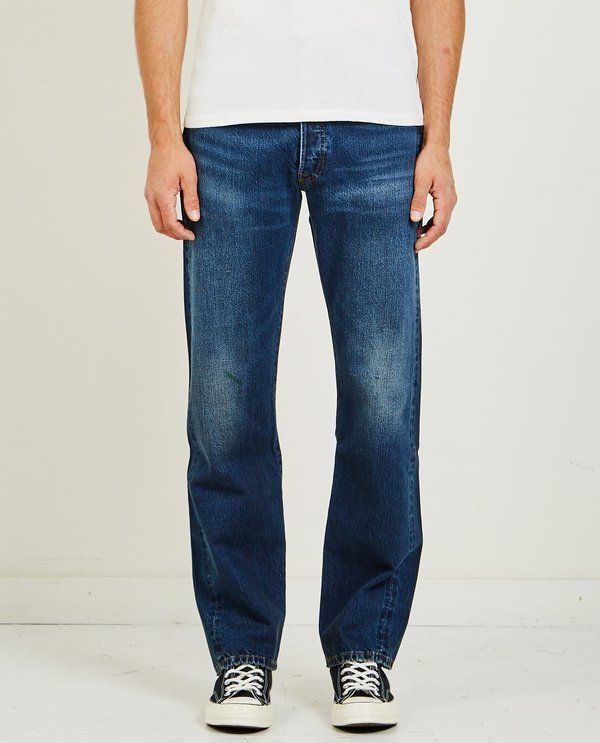 Levi's Vintage Clothing 1976 501 JEANS  CORNERSTONE is part of Vintage Clothes Grunge - THE 1976 501 JEANS IN CORNERSTONE BY LEVI'S VINTAGE CLOTHING  MODEL IS WEARING SIZE 31X32 MODEL MEASUREMENTS 6'1, 175 LBS, 38  CHEST, 31  WAIST