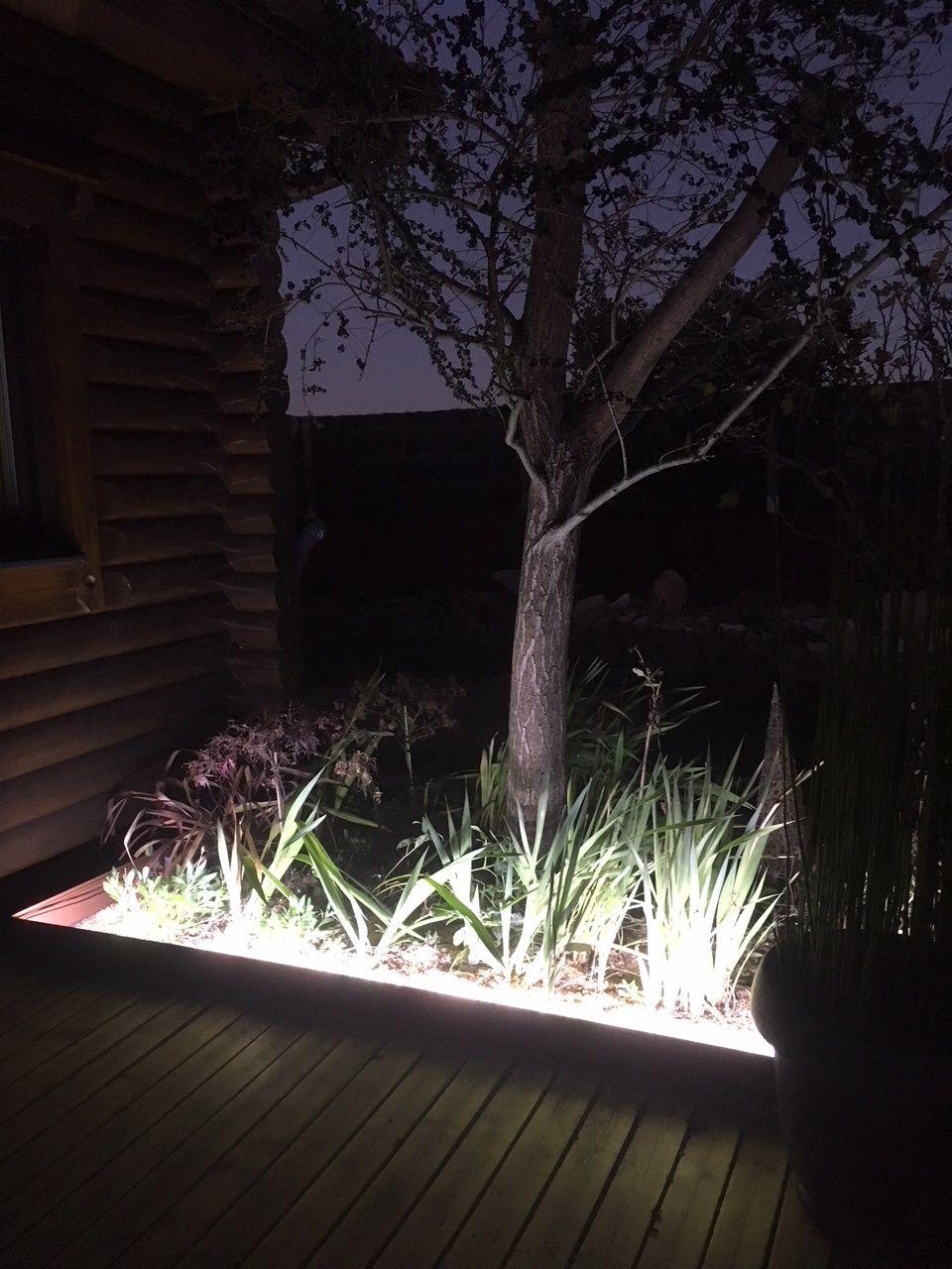 Bordure De Jardin En Aluminium Equipee D Un Eclairage Par Ruban De Led Etanche Integre Dans La Bordure 1200 Lumen Eclairage Terrasse Bordure De Jardin Jardins