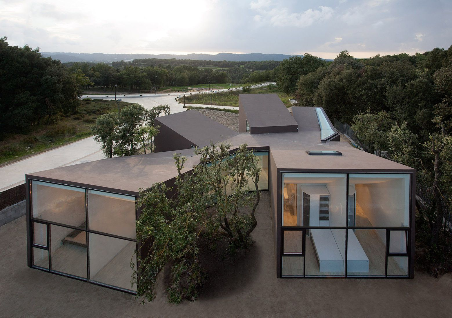 Built by Santiago Parramón, RTA-Office in El Vallès Oriental, Spain with date 2014. Images by Lorenzo Vecchia . A silent sculpture amidst calmness House and Studio YC  The building is situated in the center of the plot, respectin...