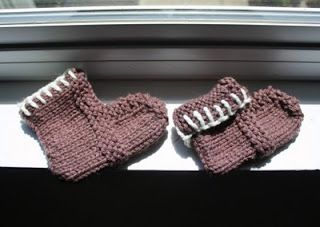 The Createry Shop: Easy Baby Booties - Free Knitting Pattern