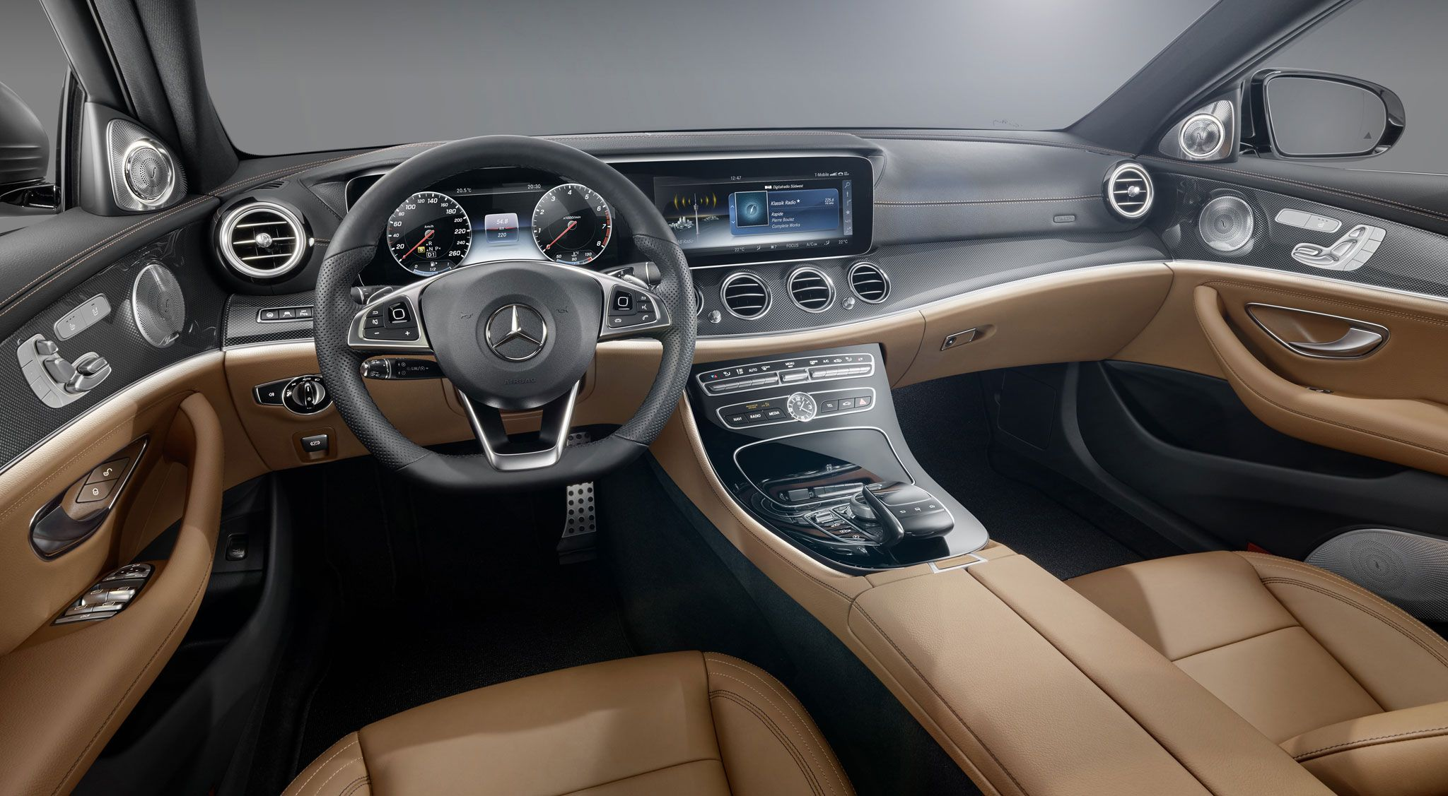 A Bord De La Nouvelle Mercedes Classe E Mercedes Benz Mercedes