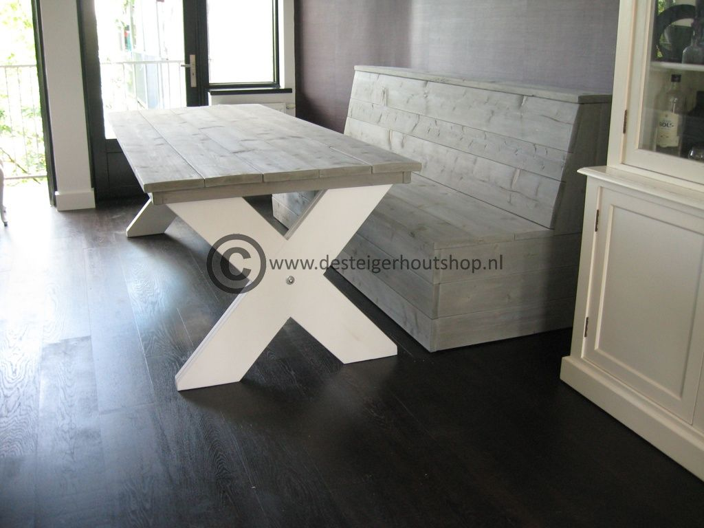 Steigerhout tafel met kruispoot in duo kleur bijpassende for Steigerhouten eettafel bank