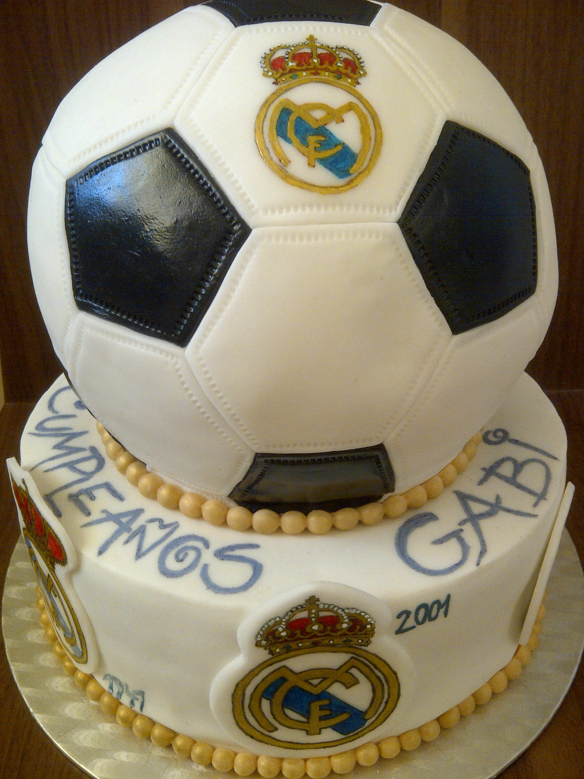 Real Madrid Cake With History Of Their Logo Kager And Cakes - Real birthday cake images