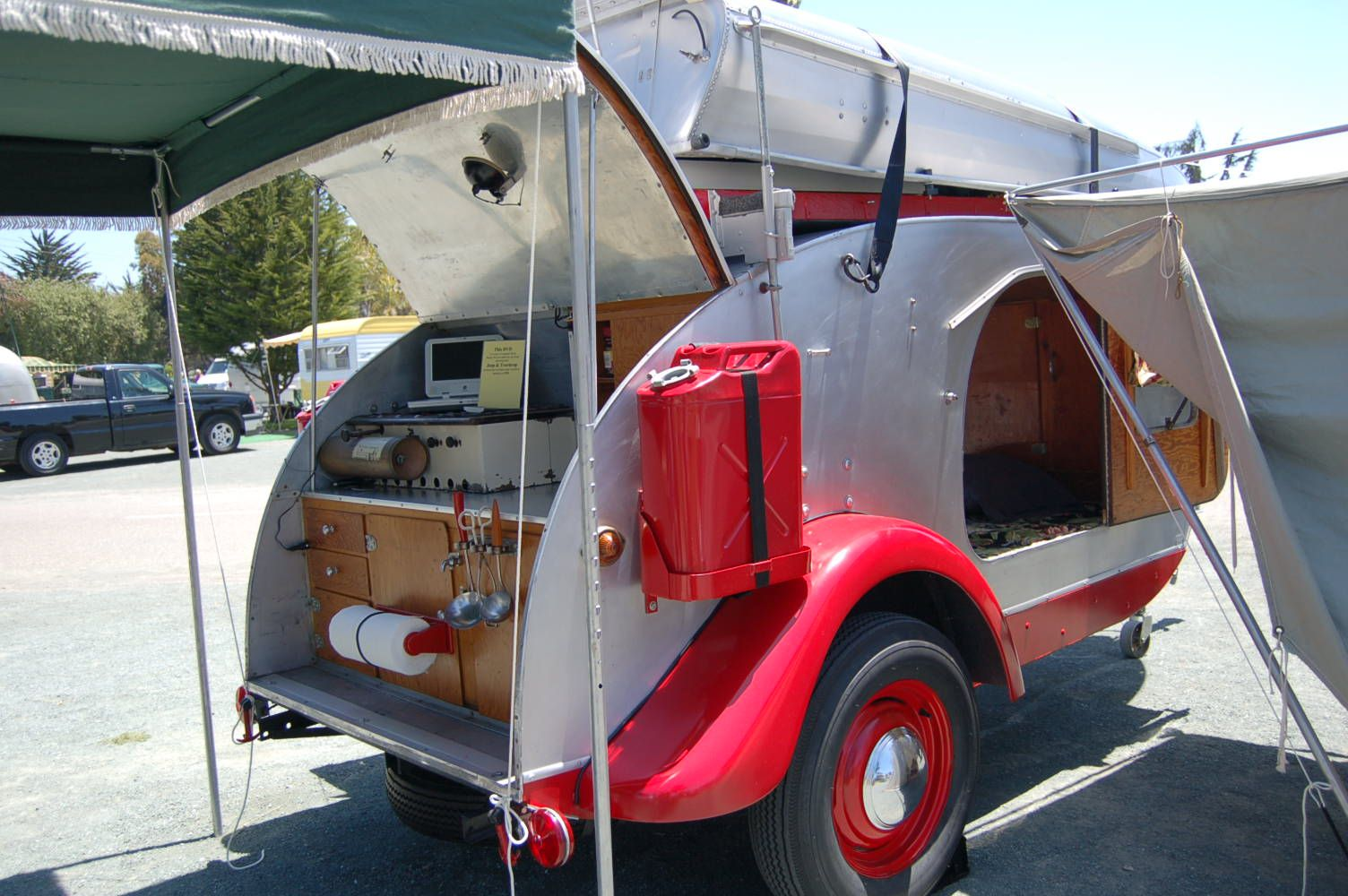 1947 Kenskill Teardrop Trailer With Retro Red Fenders