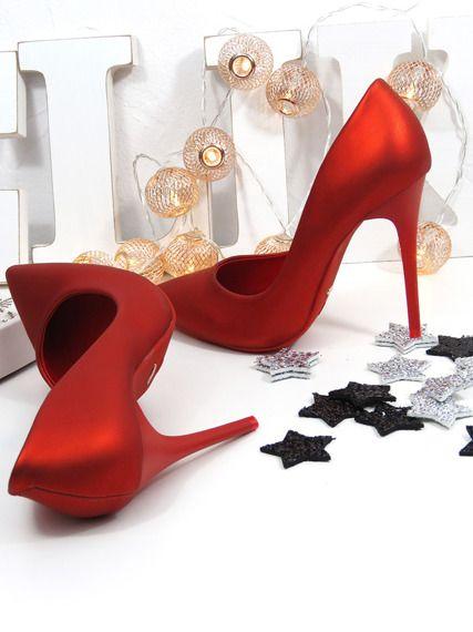 Red beauties  #nye #nyeoutfit #nyeoutfitideas #outfit #elikshoe #ewelina_bednarz #kolekcjonerka_butow #shoes #buty #heels #highheels