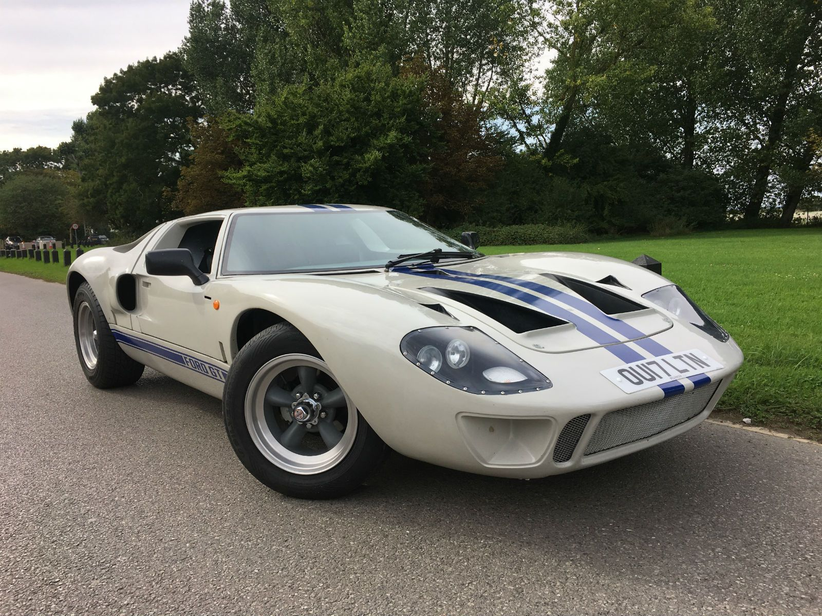 This  Ford Gt Replica Is On Ebay