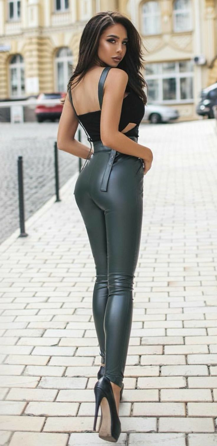 sexy-black-women-in-tight-pants
