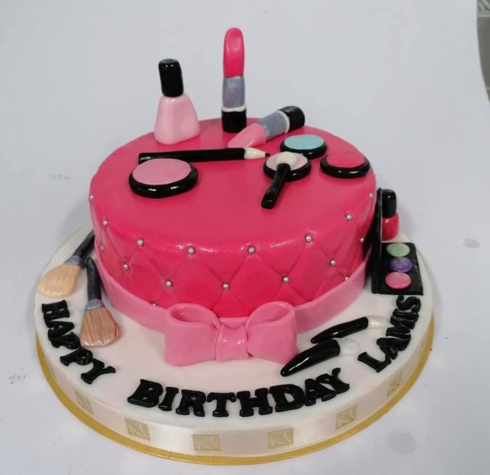 قوالب كيك اعياد الميلاد عنا غير Our Birthday Cakes Are Simply Different للتواصي الرجاء الاتصال على الأرقام التالية Girl Cakes Cake Desserts