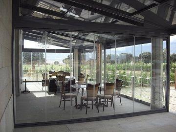 Acristalamiento sin perfiles con cortinas de cristal en for Acristalamiento de porches