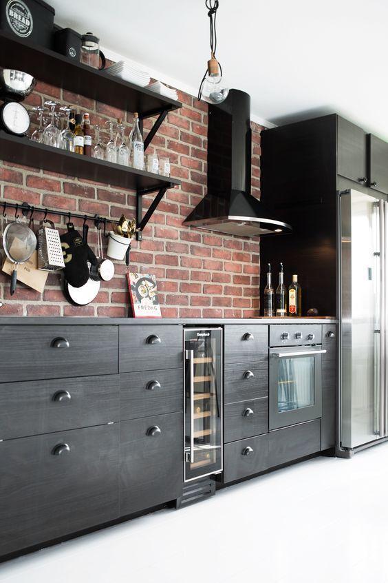 Modern Red Brick Adds Character To This Dark Kitchen Cocina Con Paredes De Ladrillo Diseno De Cocina Paredes De Ladrillo