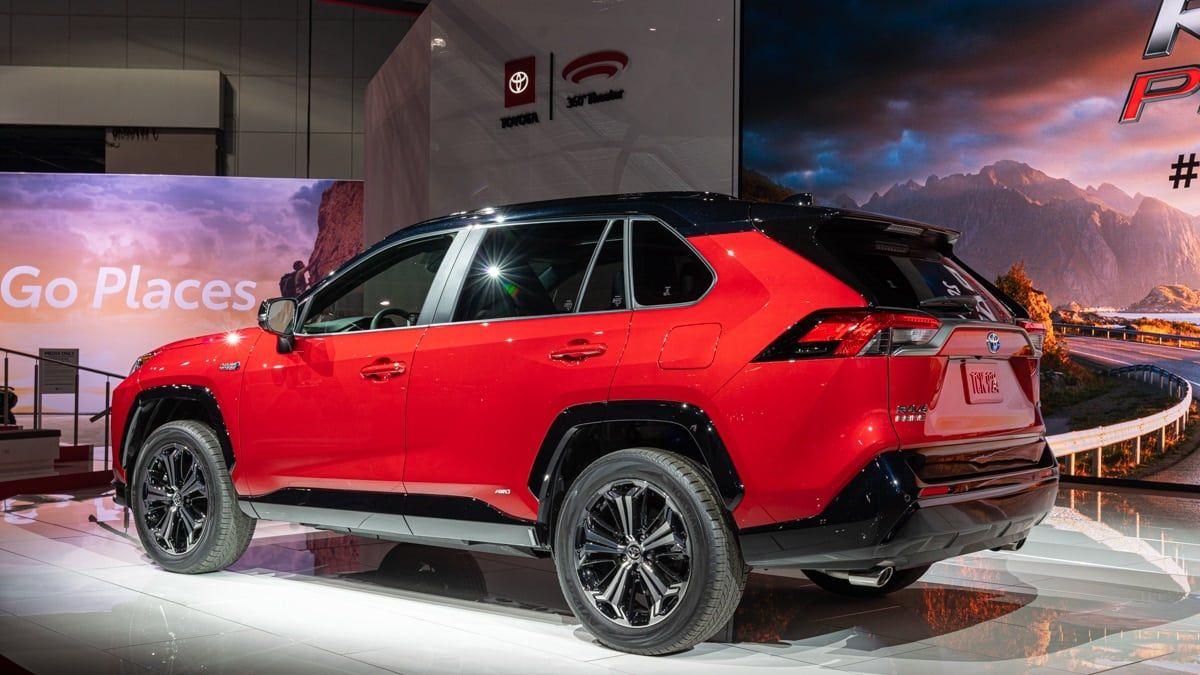 Tale Of The Tape 2021 Toyota Rav4 Prime Vs Rav4 Hybrid Torque News In 2020 Rav4 Hybrid Toyota Rav4 Rav4