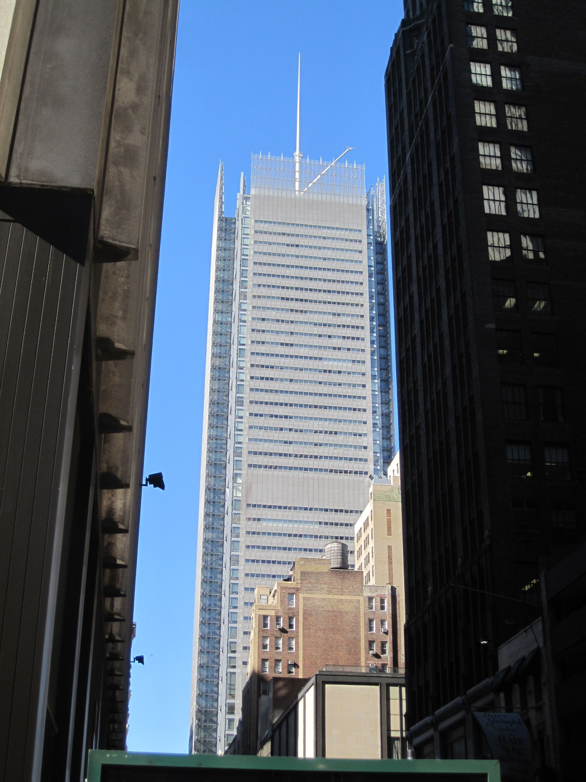 The Quot New Quot New York Times Building 2007 Present 620 Eighth Avenue Architecture Piano Renzo Pinned By Www Building Architecture Renzo Piano